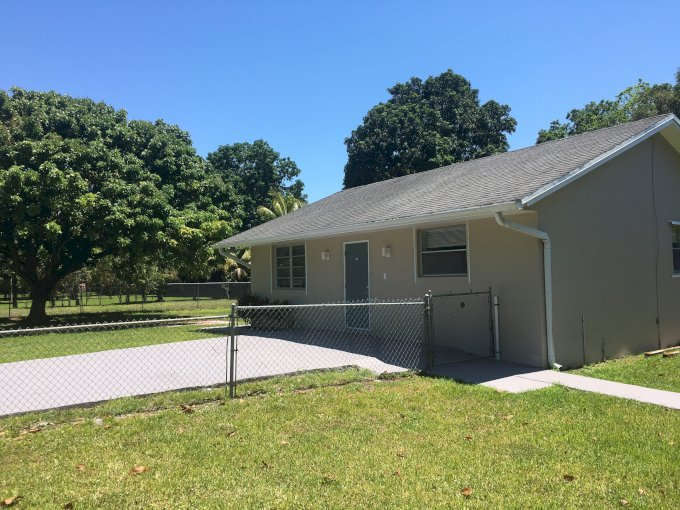 House 2bds-1ba fenced in yard in Plantation Acres